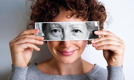 روش جلوگیری از چروک دور چشم و به تعویق انداختن پیری