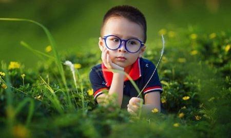 نوزادانی که در فصل گرده افشانی به دنیا می آیند بیشتر در معرض ابتلا به آسم قرار دارند