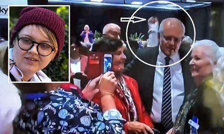 دختر جوان ناراضی تخم مرغی را بر سر نخست وزیر استرالیا کوبید
