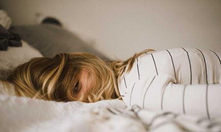 چرا بی خوابی باعث بروز رفتارهای عجیب و غریب می شود