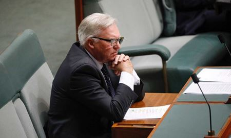 نماینده حزب کارگر استرالیا حین سخنرانی در پارلمان از حال رفت