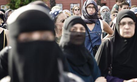 تایید ممنوعیت پوشش روسری در محل کار در اتحادیه اروپا