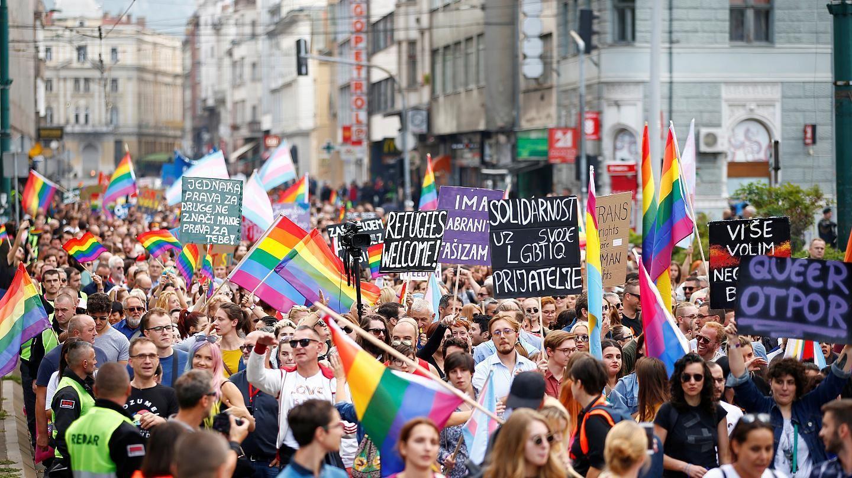 راهپیمایی دگرباشان جنسی؛ از فرانسه تا ترکیه